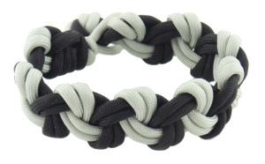 Crafting_Paracord-chain_bracelet