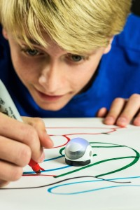 Ozobot_LifestyleShot_03 copy_HR